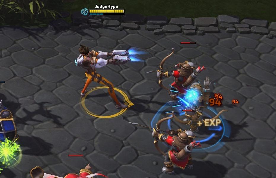 Screenshot de Tracer dans Heroes of the Storm.